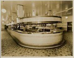 Art deco public bar at Hotel Rozelle NSW Australia Art Deco Bar, Art Deco Home, Art Et Architecture, Muebles Art Deco, Streamline Moderne, Art Deco Buildings, Art Nouveau Design, Art Deco Furniture, Art Deco Period