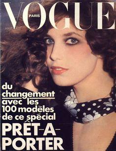 Jane Birkin pour le numéro d'août 1974 de Vogue Paris: http://www.vogue.fr/photo/les-couvertures-de/diaporama/le-cinema-en-couverture-de-vogue-paris/7774/image/517016#jane-birkin-pour-le-numero-d-039-aout-1974-de-vogue-paris