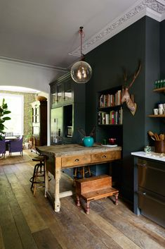 Modern Kitchen Design the Islington Townhouse Kitchen by deVol with dark walls and vintage decor. / sfgirlbybay - another brilliant beauty from devol, meet the Islington Townhouse Kitchen with its Classic English cupboards and ornate crown molding. Farmhouse Style Kitchen, Home Decor Kitchen, Kitchen Style, House Interior, Home Kitchens, Devol Kitchens, Interior, Modern Kitchen, Home Decor