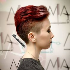 """1 kedvelés, 0 hozzászólás – Szabó Éva (@szaboeva.hair) Instagram-hozzászólása: """"Extrém rövid hajvágás extrém tűzpiros hajszínnel. 😍 A felnyírt, rövid haj is lehet nőies és szép.…"""" Heart Eyes, Smile Face, Hair, Instagram, Fashion, Moda, Fashion Styles, Fashion Illustrations, Strengthen Hair"""