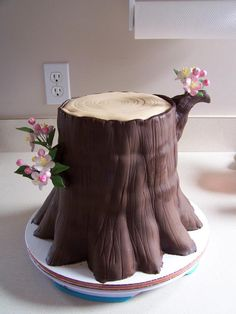 Tree stump cake - Tutorial photos included (does not include tutorial for flowers). Credit to Tea Party Cakes. Pretty Cakes, Beautiful Cakes, Amazing Cakes, Cake Decorating Techniques, Cake Decorating Tutorials, Unique Cakes, Creative Cakes, Tree Stump Cake, Rodjendanske Torte