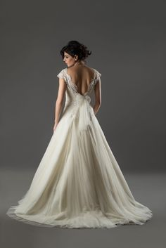 RB-Amber 2017er Kollektion Traumhafte Rückenansicht, elegant und feminin. Eine wundervolle Marke aus der Türkei.  RB-Amber bei MARRYJim: https://www.marryjim.com/…/rb-…/Designer-Brautkleider/id1332  Mehr Infos: https://www.marryjim.com/de/rb-amber/Designer-Brautkleider/id1332 English: https://www.marryjim.com/en/RB-Amber/designer-wedding-dresses/id1333 Foto: Sait Ufuk Özbilmez