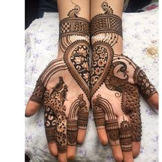 Check beautiful & easy mehndi designs 2020 ideas for mehandi ceremony. Save these latest bridal mehandi designs photos to try on your hands in this wedding season. Henna Hand Designs, Mehndi Designs Finger, Peacock Mehndi Designs, Mehndi Designs Book, Legs Mehndi Design, Mehndi Designs 2018, Mehndi Designs For Girls, Modern Mehndi Designs, Mehndi Design Pictures