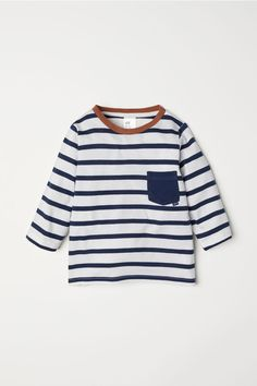 Joggers in lightweight cotton sweatshirt fabric. Elasticated drawstring waistband, kangaroo pocket, and ribbed hems. Baby Boy Outfits, Kids Outfits, Long Sleeve Tops, Long Sleeve Shirts, Stripped Shirt, Cool Summer Outfits, H&m Kids, Family Photo Outfits, Striped Jersey