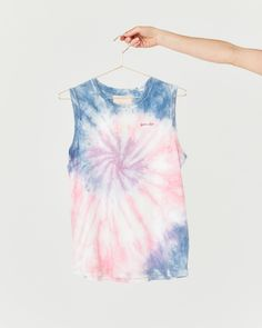 Summer Camp Tie-Dye Muscle Tank by ban.do - tank top - ban. How To Tie Dye, Kids Tie Dye, Tye Dye, Batik Mode, Tie Dye Crafts, Diy Crafts, Textile Dyeing, Tie Dye Fashion, Tie Dye Techniques