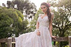 Vestido de noiva estilo boho Madah Atelier: vestido bordado