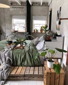 - A mix of mid-century modern, bohemian, and industrial interior style. - A mix of mid-century modern, bohemian, and industrial interior style. Teenage Room Decor, Estilo Interior, Couple Room, Aesthetic Rooms, Cosy Aesthetic, Cozy Room, Industrial Interiors, Industrial Dining, Vintage Industrial
