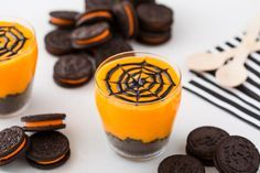 This Oreo Spider Web Halloween Pudding looks SO delicious.