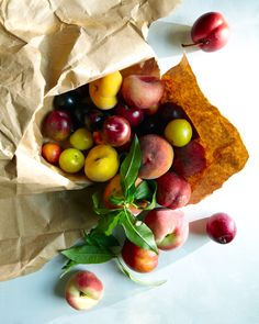 (vía hungry ghost food travel - new - stone fruit. purslane. and korean watercress salad. lunch for one.)