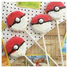Easy Pokeball Oreo Pops recipe.   Perfect for a Pokemon Party!! #pokemongo #pokemonmaster
