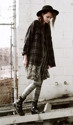 I love grunge. This one reminds me of a lost princess. I don't know why.