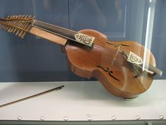 Baryton 19 strings (Deutsches Museum)