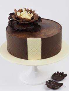 Geburtstagstorte mit Deko und Blume aus Modellierschokolade *** Birthday cake with modeling chocolate decoration and flower - Astrid Ro's Werkstatt