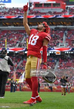 News Photo : Dante Pettis of the San Francisco stands in. Nfl 49ers, 49ers Fans, 49ers Players, Football Players, Forty Niners, Nfl Football Games, Football Conference, Play Golf, San Francisco 49ers