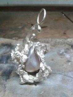 Mijn trots mijn PAREL!! Hanger in zilver met reuze parel by tilltil www.sierraadsels.nl