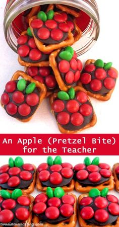 If you are looking for a very easy to make DIY Teacher Appreciation Gift or end of the year Teacher Gift try Apple Pretzel Bites – sweet, salty and delicious. For more fun gifts for Teachers … Teacher Treats, School Treats, School Gifts, School Snacks, Apreciação Do Professor, Sister Crafts, Diy Cadeau, Teacher Appreciation Week, Employee Appreciation