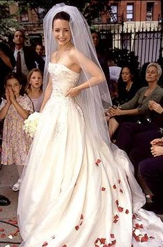 01 wedding dress in TV show Sex and the City (1998)
