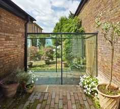 Farningham House Cottage Emrys Architects Source by ktstrachan Cottage Extension, House Extension Design, Glass Extension, House Design, Side Extension, Extension Ideas, Glass Walkway, Glass Porch, Patio Interior