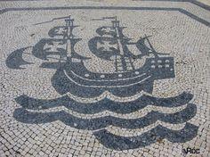 portuguese caravel | Caravela alusiva aos decobrimentos na Baixa de Lisboa em Calçada à ...