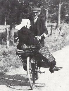 Lovely Vintage Photos of Couples Riding a Bicycle