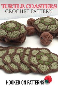 Crochet Turtle Pattern - Coasters Crochet Turtle pattern - Crochet a super cute coaster set in the shape of a land turtle (tortoise) or sea turtle. They flip into their shells! Crochet Home, Crochet Gifts, Cute Crochet, Crochet Baby, Yarn Projects, Knitting Projects, Crochet Projects, Modern Crochet Patterns, Crochet Designs