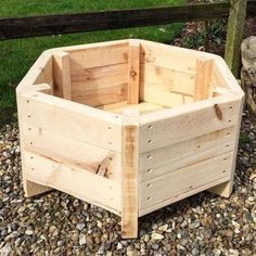 Recycled Pallets, Wooden Pallets, Wooden Diy, Plastic Pallets, Pallet Planter Box, Garden Planter Boxes, Garden Pallet, Pallet Pergola, Pallet Bench