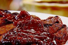 Η Τσικνοπέμπτη πλησιάζει, τα κρέατα θα μπουν πάλι στις σχάρες (ή στο φούρνο ή στο τηγάνι) και οι Έλληνες θα τιμήσουν για ακόμη μια φορά το έθιμο του τσικνί