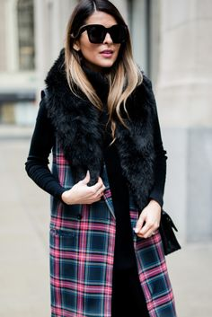 Pam Hetlinger wearing the fifth label plaid vest, ann taylor faux fur stole, black turtleneck sweater, black skinny jeans, and zara black booties Plaid Fashion, Winter Fashion, Street Fashion, Faux Fur Stole, Plaid Vest, Black Turtleneck, Fall Winter Outfits, Winter Style, Seamless Leggings
