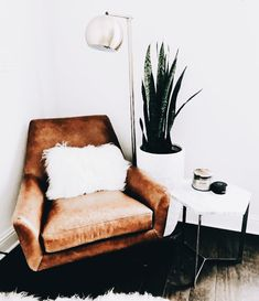 If you're going minimal, opt for comfort + style. Loving this color whether … If you're going minimal, opt for. My Living Room, Living Room Chairs, Dining Chairs, Lounge Chairs, Living Room Inspiration, Home Decor Inspiration, Decor Ideas, Room Corner, Corner Chair