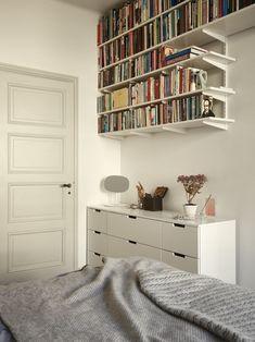 Historiska hem Room Ideas Bedroom, Home Decor Bedroom, Room Interior, Interior Design, Interior Modern, Bookshelves In Bedroom, Aesthetic Bedroom, Dream Rooms, My New Room