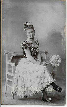 Antique HU cabinet photo lady in beautiful dress, roses Mai Mano photo Vintage Beauty, Vintage Fashion, Beautiful Dresses, Vintage Ladies, Roses, Cabinet, Antiques, Lady, Photos