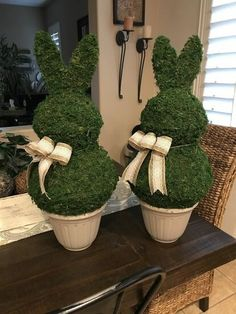 holiday crafts How to Make a Bunny Topiary DIY - holiday Diy Spring, Spring Crafts, Holiday Crafts, Holiday Ideas, Diy Osterschmuck, Diy Crafts, Bunny Crafts, Unicorn Crafts, Party Crafts