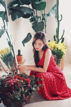 daily 2018 feminine & classy look Korean Fashion Dress, Korean Street Fashion, Asian Fashion, Gal Gadot Model, Dress Shorts Outfit, Asian Models Female, Korean Beauty Girls, Girl Outfits, Fashion Outfits