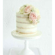 Simple yet stunning cake from @sweetbloomcakes  #weddinginspiration #weddingideas #weddingplanning #weddingday #instawedding #instabride #bridetobe #bridal #bride #engaged #engagement #weddingdress #weddingcake #cake #dream #iwant #inlove #iloveyou #instagood #love #beautiful #wedding #stunning #gorgeous #nakedcake #cakeflavor #frosting by down.the.aisle
