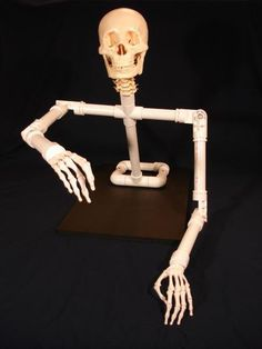 Groundbreaker PVC armature technical inspiration photo - also has photos of full body and sitting position Mehr Halloween Graveyard, Fairy Halloween Costumes, Scary Halloween Decorations, Halloween Skeletons, Halloween Skull, Couple Halloween, Holidays Halloween, Halloween Crafts, Halloween Forum