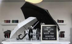 Für die passende Dekoration ist gesorgt, wenn am 4.5.19 der Star Wars Day gefeiert wird. Freut euch auf kommenden Samstag! Tolle Schirme, tolle Angebote und die Gelegenheit für ein Foto mit unserem Stormtrooper! #FAREFORCE #remscheid #lüttringhausen #regen #lichtschwert #starwars #maythe4th #schirm #werksverkauf #outlet Stormtrooper, Star Wars Day, Lightsaber, Grandma And Grandpa, Umbrellas, Amazing, Dekoration
