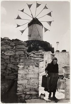 Old lady and cat beneath windmill, Mikonos, Greece] Copyright © David Seymour/Magnum Photos Old Time Photos, Old Pictures, Mykonos Island Greece, Greece Art, Magnum Photos, Greek Islands, Cool Eyes, Old World, Egypt