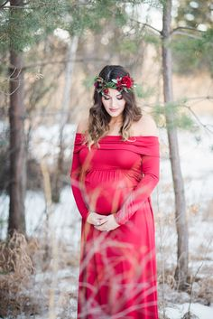 9b879302dbd A Snow White Inspired Maternity Session