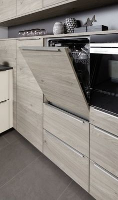 Aktuell prägen warme Holzdekore mit authentischer Maserung, ausgeprägten Struk… Warm wood decors with authentic grain, distinctive structures and a wide range of natural shades are currently shaping the new products from Nolte Kitchens. Home Decor Kitchen, New Kitchen, Home Kitchens, Kitchen Dining, Kitchen Ideas, Modern Kitchen Design, Interior Design Kitchen, Cuisines Design, Sweet Home