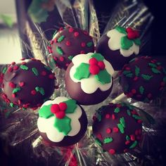 Christmas pudding cake pops  Cake by cjsweettreats