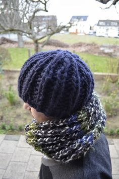 This is a warm chunky beanie which you can knit up in about 2 or 3 hours. The pattern is similar to the Chunky Mistake Rib Scarf . Knitted Hats, Spices, Beanie, Knitting, Crafts, Knit Hats, Tricot, Knit Caps, Breien