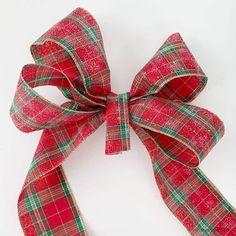 How to Make a Bow for a Wreath - Easy! Diy Bow, Diy Ribbon, Ribbon Bows, Ribbons, Boxwood Wreath Diy, Diy Wreath, Wreath Ideas, Mesh Wreaths, Wreaths Crafts