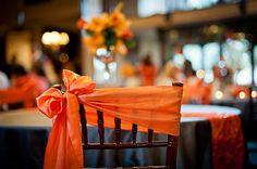 Noeud de chaise orange mariage idee deco mariage orange