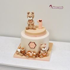 First birthday cake by Naike Lanza
