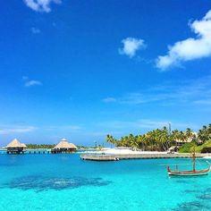 Dreaming of Maldives again and again. Hello you beautiful! #wanderlust #worldcaptures #worldphotography #editoftheday #endlessexploring #travelgram #travelling #travelblogger #travelinspiration #instacool #instagood #instamaldives #paradise #picoftheday #photooftheday #planning #abmcolor #svenJournalMaldives #dscolor #fromwhereistand #flashesofdelight #horizon #landmark #landscape #cool #view #bbloggersitalia #conradrangali