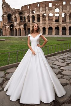Model 4538 · Ansicht vorne You will find different rumors about the history of the wedding dress; Wedding Dress Organza, Dream Wedding Dresses, Wedding Dress Styles, Bridal Dresses, Wedding Gowns, Bridesmaid Dresses, Bridal Collection, Bridal Style, Elegant Wedding