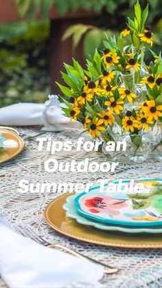 Outdoor Table Centerpieces, Table Decorations, Flower Arrangements Simple, Table Cards, Summer Parties, Garden Crafts, Diy Painting, Country Decor, Outdoor Living