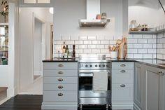 monday, the fresh start Cosy Kitchen, Scandinavian Kitchen, New Kitchen, Vintage Kitchen, Kitchen Dining, Kitchen Decor, Scandinavian Modern, Kitchen Black, Wood Floor Kitchen