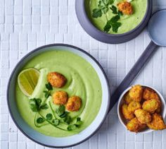 avo, lime and cucumber cold soup with 'croutons' - Best Recipes Pulled Chicken Tacos, Buckwheat Salad, Low Carb Tacos, Good Food, Yummy Food, Chopped Salad, Perfect Food, Baked Chicken, Cucumber