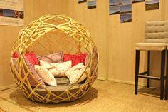 Le cocon en bambou est un mobilier original pour se reposer, faire la sieste, lire, se détendre, se réunir ou pour cocooner.